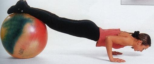 отжимания с ногами на фитболе фото