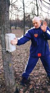 тренировка внешней стороны ладони на макиваре