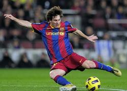 удары ногами по мячу в футболе